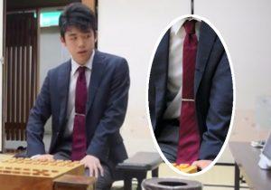 藤井四段2017年10月6日朝日杯ネクタイはえんじ色